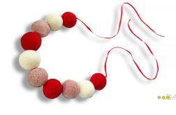 Korale z filcu biało czerwono rózowe