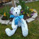 Niebieski miś w kwiatki