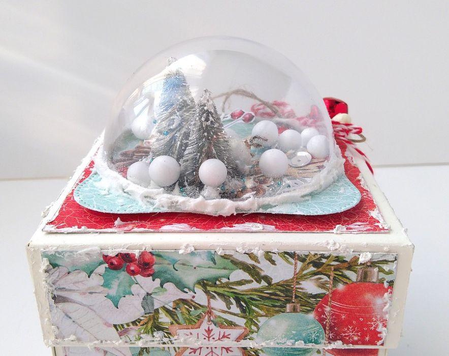 Pudełko eksplodujące ze śnieżną kulą - święta