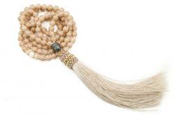 Długi naszyjnik Mala z chwostem beżowy Budda