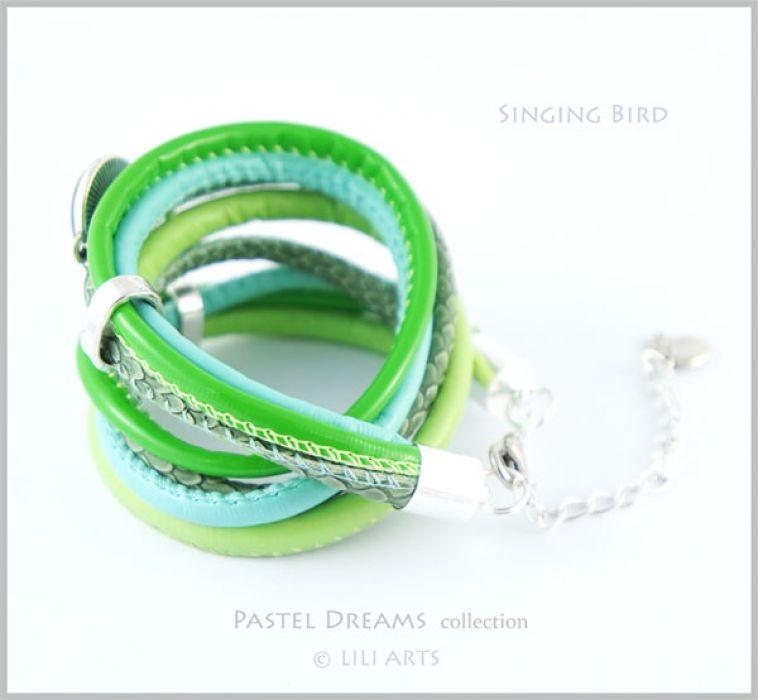 Bransoletka zielona - Śpiewający ptaszek - rzemienie -