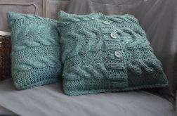 poszewka z włoczki robiona na drutach