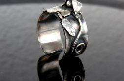 Obrączka srebrna z listkami