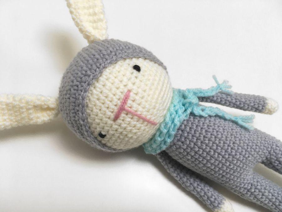 Szary królik. Maskotka przytulanka szydełkowa - Zajączek maskotka dziergana