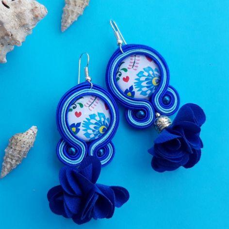 Niebieskie FOLKowe z kwiatowym chwostem kolcz