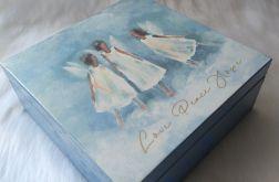 niebieska szkatułka z tańczącymi aniołkami