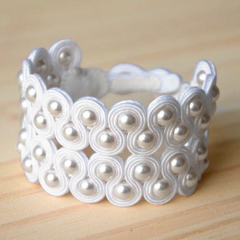 Biała bransoletka ślubna z perłami Swarovski