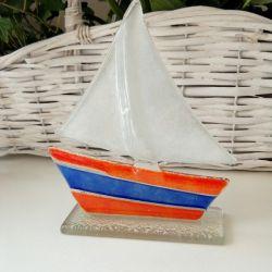 Jacht ze szkła