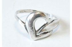 63 pierścionek vintage, srebrny, serduszko