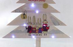 Drewniana malowana choinka z zajączkami LED