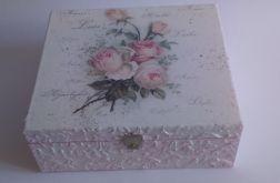 Pudełko z różami i reliefami