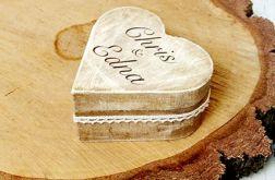 Patynowane pudełko na obrączki serce