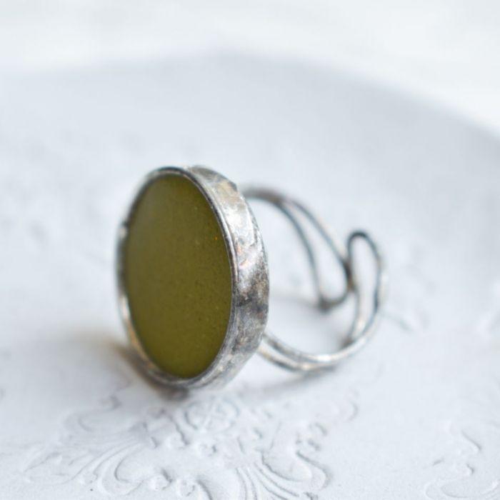 Oliwkowe - pierścionek ze szkłem -