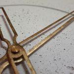 Zegar Betonowy Groove Biały Złoty 60 wsk ażur -
