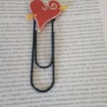 Zakładka do książki - duży spinacz z sercem - widok ogólny