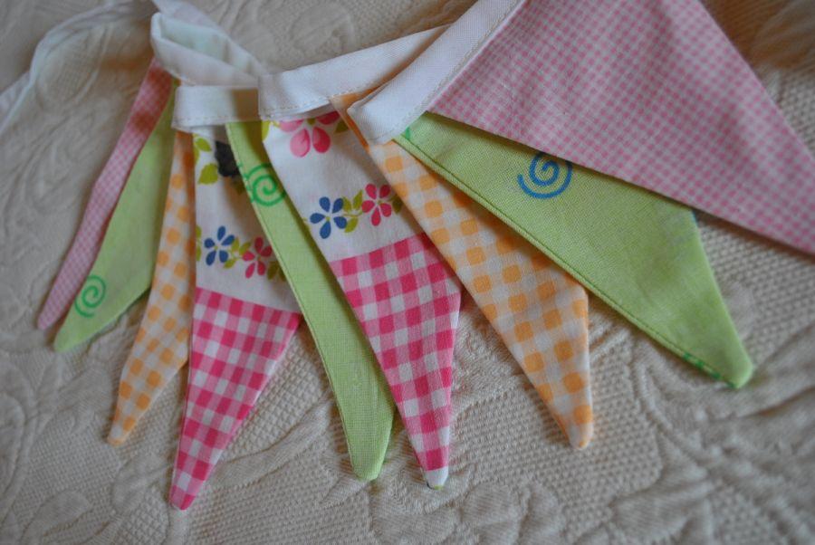 Girlanda chorągiewek - zielono-różowo-pomarańczowa