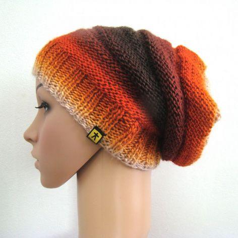 długa czapka w ognistych barwach