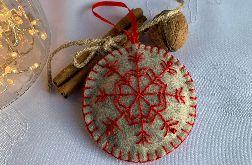 Dekoracja świąteczna z filcu z ozdobnym haftem - wzór 011
