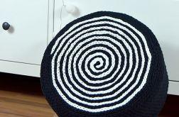 Puf czarno-biały, mniejszy, na piance tapicer