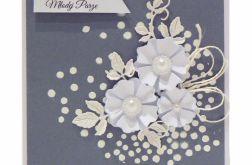 Kartka ślubna białe kwiaty na szarym tle