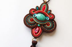 Brązowo-kolorowy wisior z chwostem