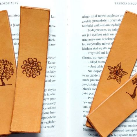 Skórzana zakładka do książki wzór 1