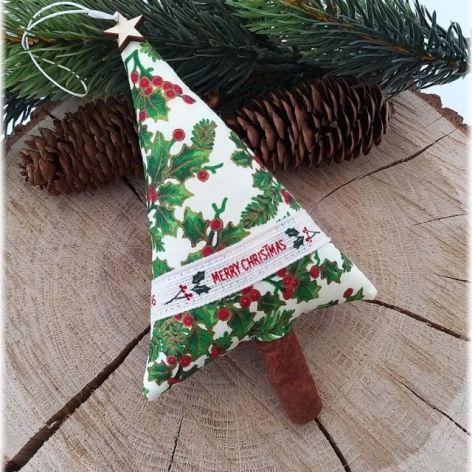 """Choinka z ostrokrzewem """"Merry Christmas"""""""