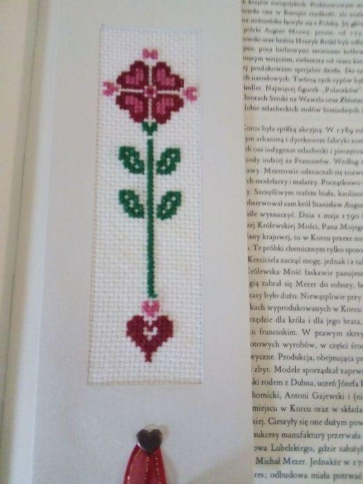 Zakładka do książki haftowana- z serduszkiem - zakładka w książce