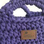 Mała fioletowa torebka