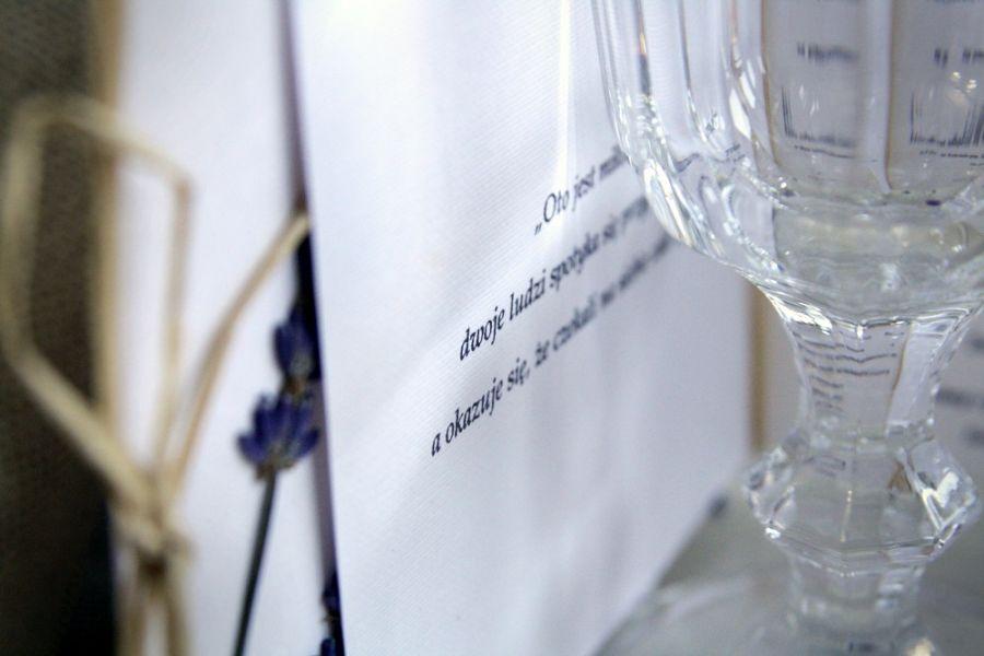 Prowansalskie zaproszenia ślubne - lawenda na zaproszeniach