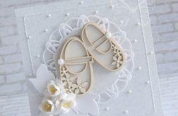 Delikatny komplet w bieli - pantofelki