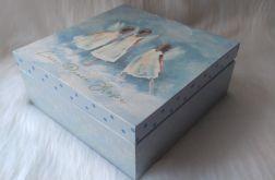 błękitna szkatułka z tańczącymi aniołkami