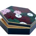 Szkatułka bordowe kwiaty  - sposób otwierania szkatułki