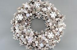 Biały wianek, dekoracja bożonarodzeniowa