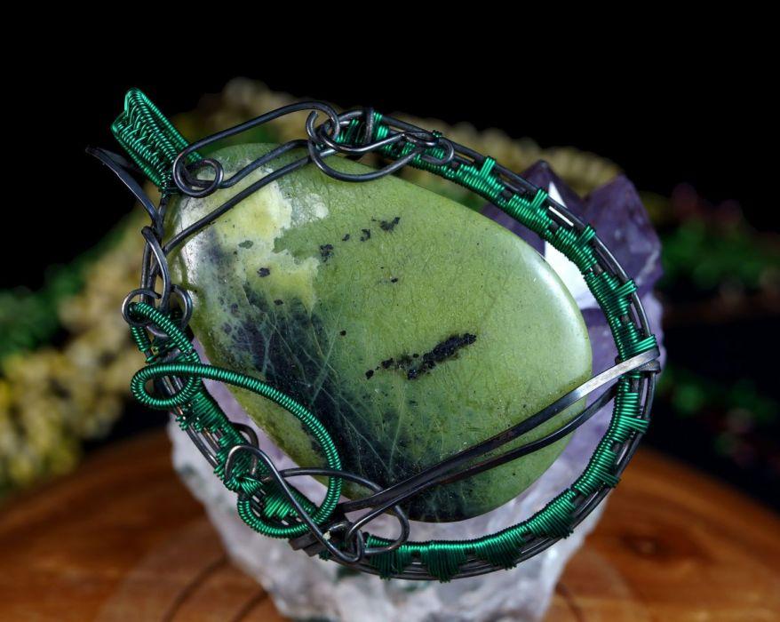 Jadeit, Wisior z miedzi z jadeitem zielonym