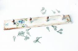 Drewniany wieszak na klucze lub ścierki