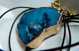 Niebieski,matowy agat z druzą,wisior w złocie