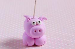 Różowa świnka - stojaczek na zdjęcie
