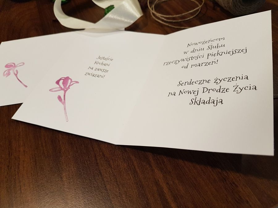 Kartka ślubna z kwiatami i życzeniami - Kartka ślubna z kwiatami i z życzeniami
