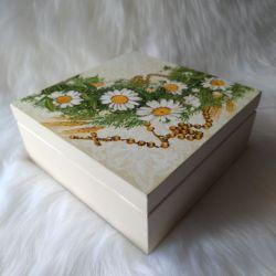 szkatułka - pamiątka Pierwszej Komunii Św. z różańcem
