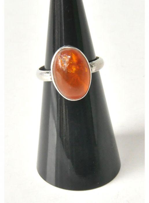 77 pierścionek vintage, naturalny bursztyn