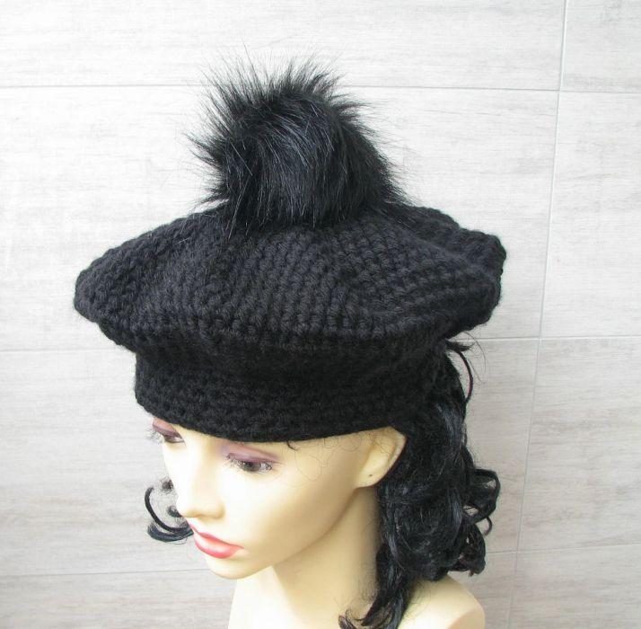Czapki szydełkowe, elegancki beret z pomponem