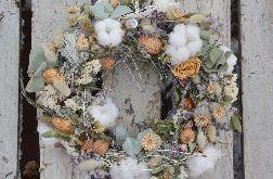 Naturalny wianek z bawełną i eukaliptusem