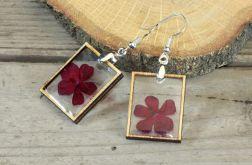 Kolczyki z żywicy i czerwonych kwiatów
