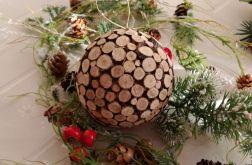 Bombka z drewnianych plasterków