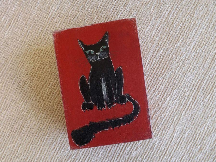 Pudełko malowane średnie - Kot w czerwieni