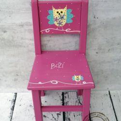 różowe krzesełko z oparciem sowa