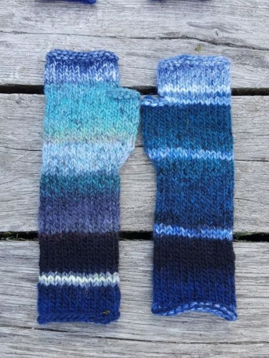 Ciepłe mitenki w odcieniach niebieskiego
