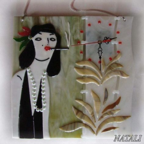 """Artystyczna kompozycja ze szkła - zegar """"Dama z papierosem"""""""