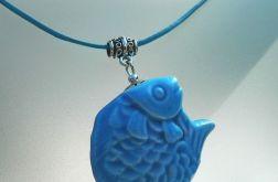 Wisiorek z rybką, niebieska porcelana